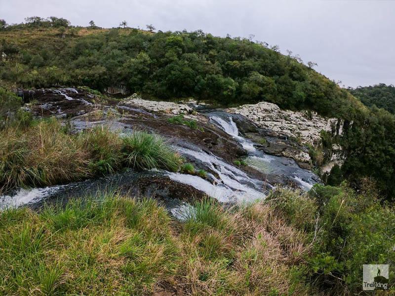 Trilhas e Cachoeiras